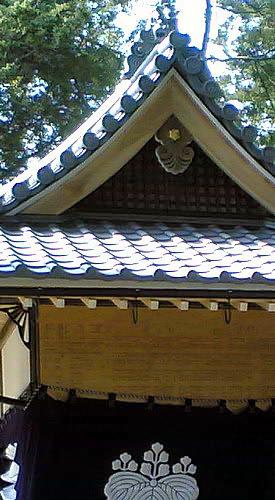 屋根にてりをつける