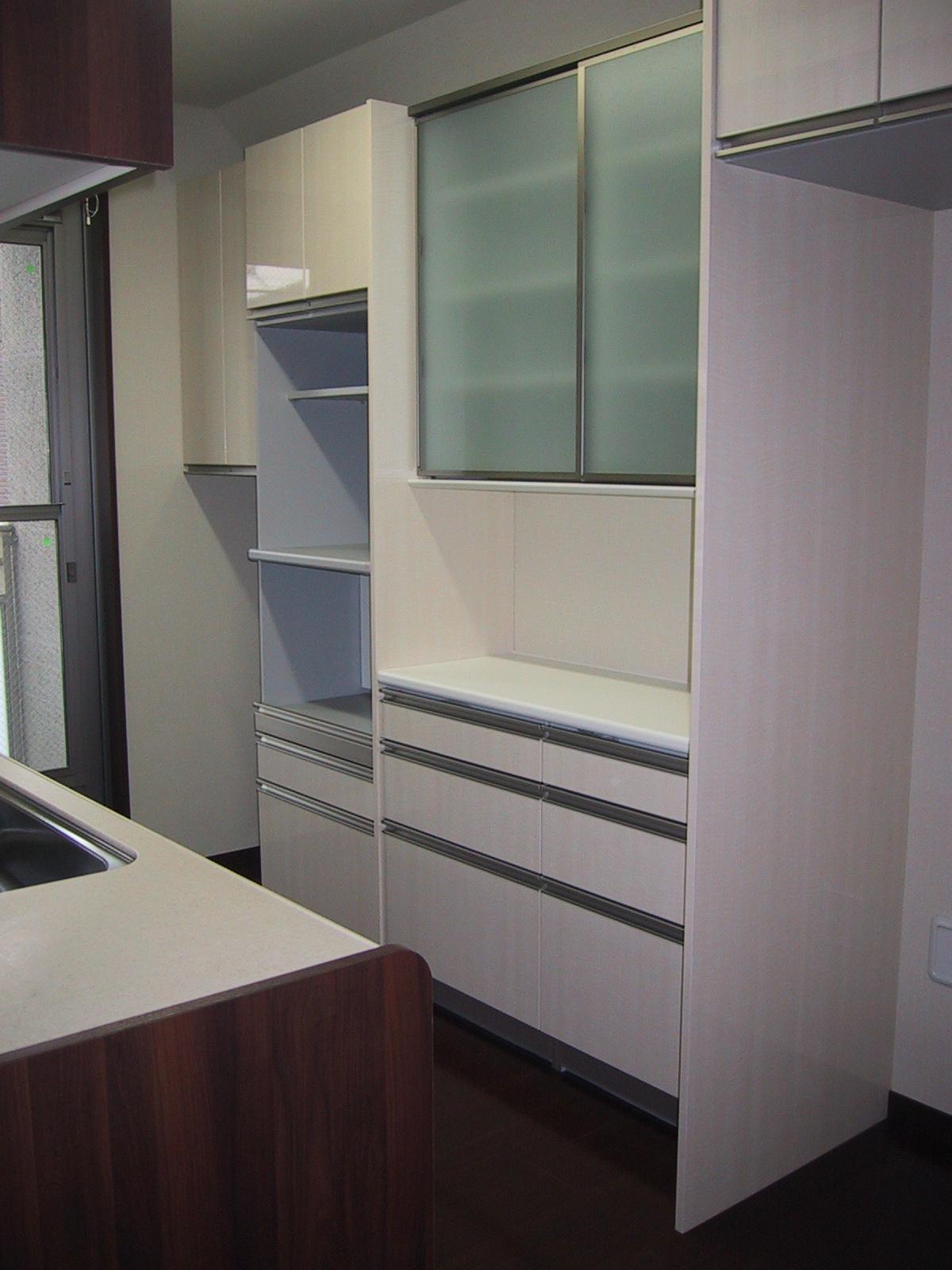 食器棚を考える。