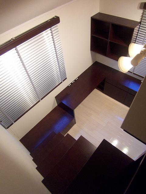ロフトへつながる連続家具の書斎 #1