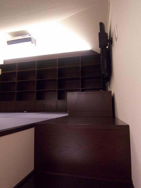 ロフトへつながる連続家具の書斎 #2