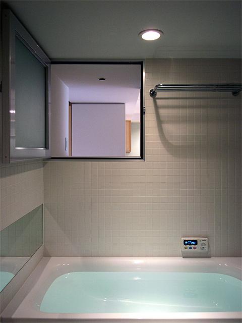 バスルームの換気窓