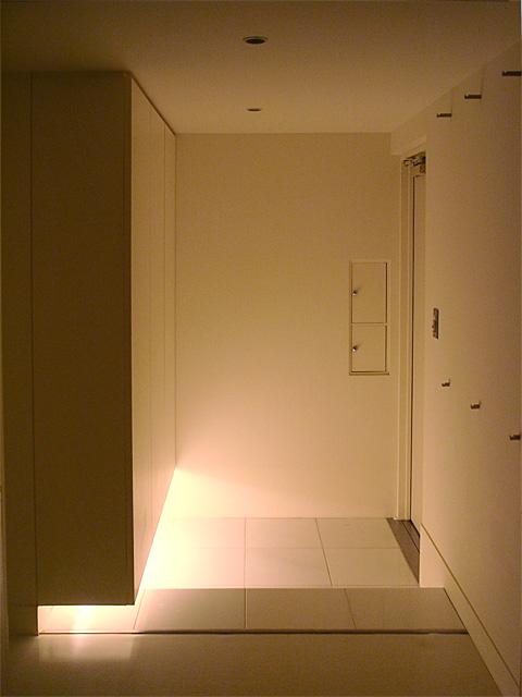 柔らかな光に包まれたエントランス空間