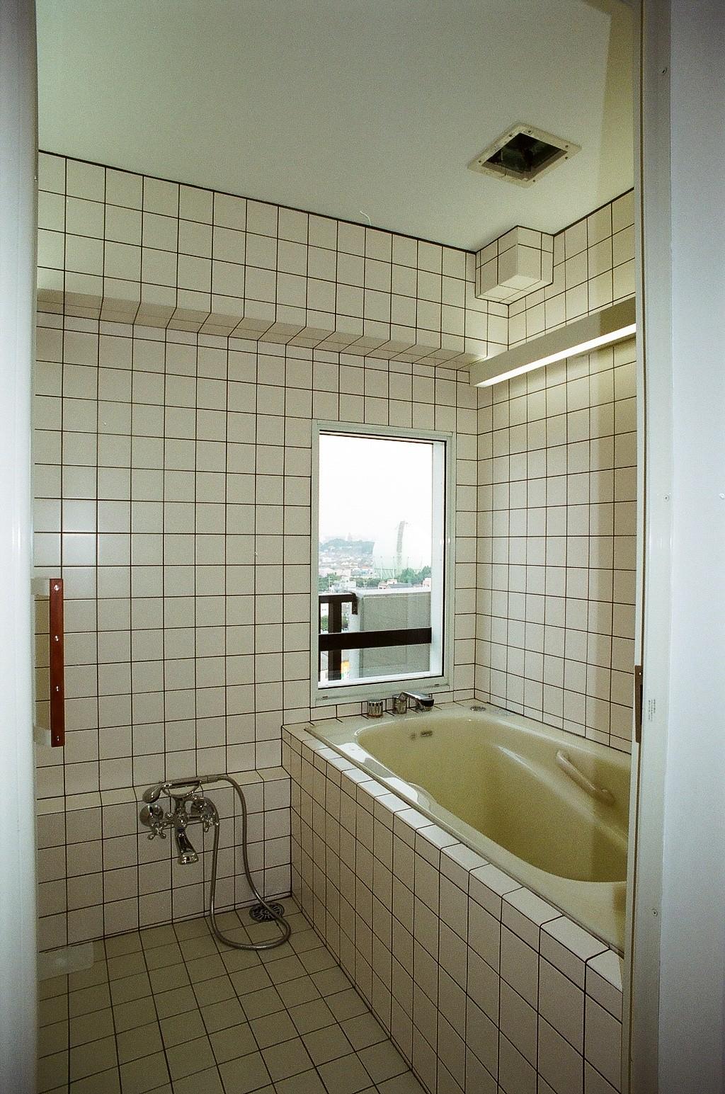 マンションでも水回りに窓が作れる場合があります。