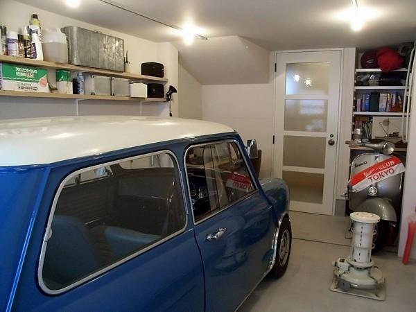9坪の土地に建つ小さなガレージハウス