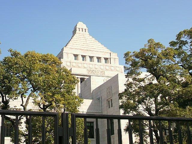 裏側から見た「国会議事堂」