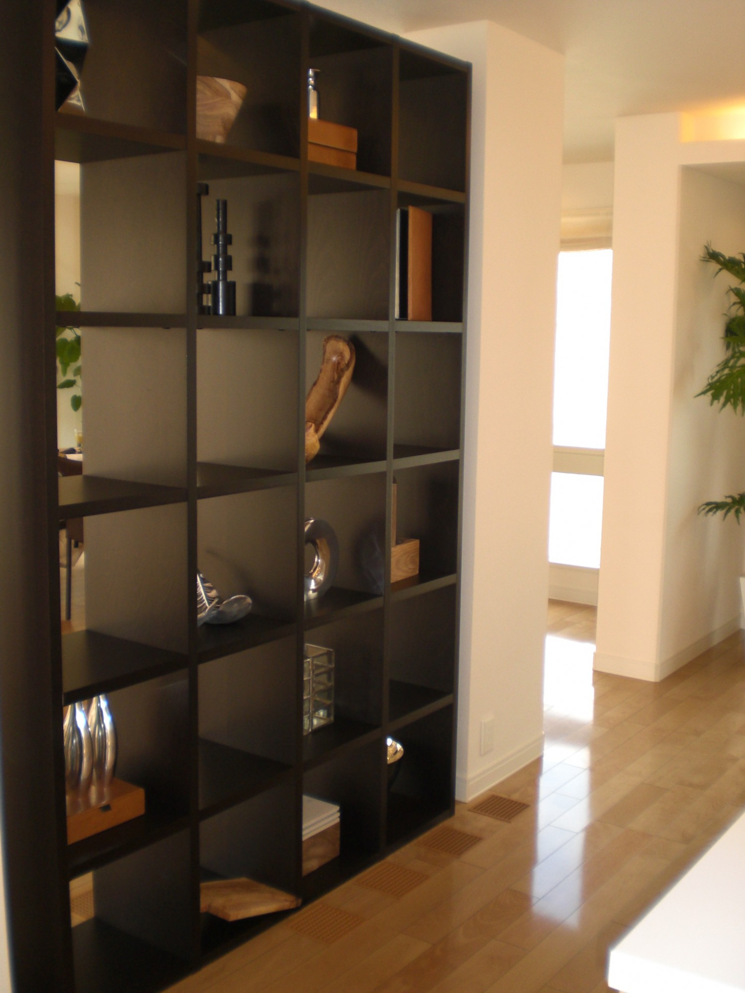 間仕切り収納家具として使えるオープン棚の効果とは?