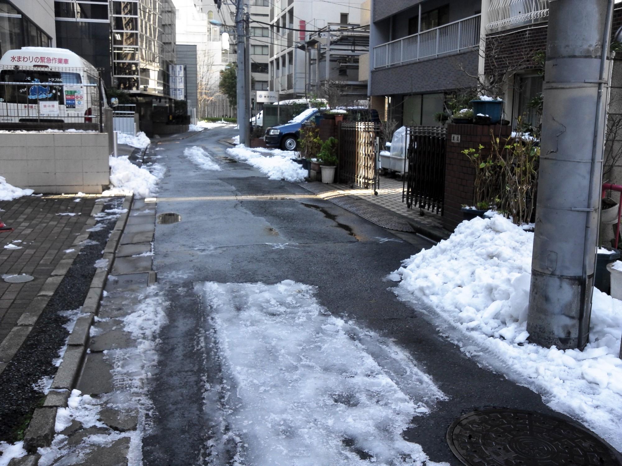 雪という災害(東京渋谷の雪どけ風景)