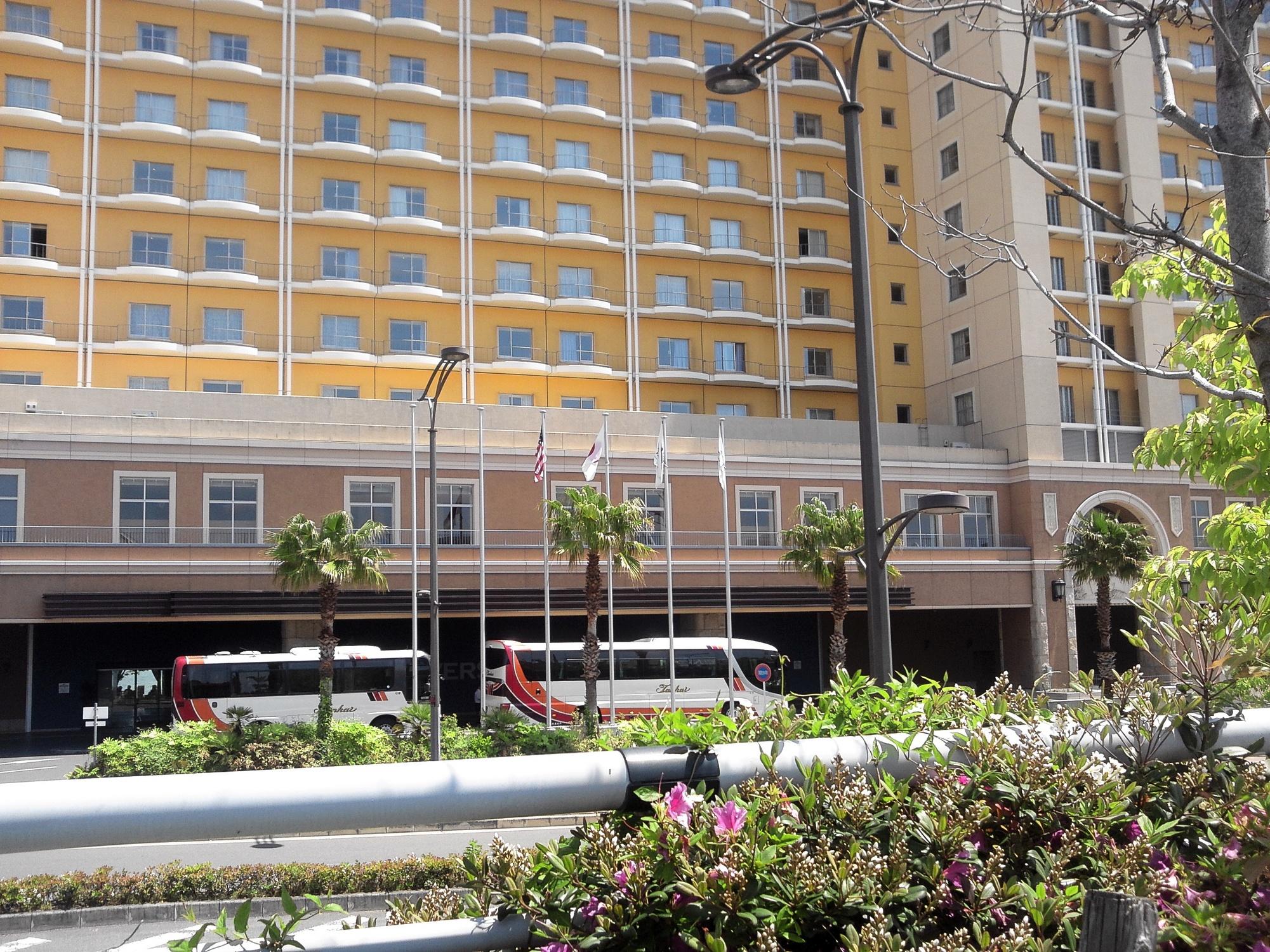 ホテル正面玄関の国旗1