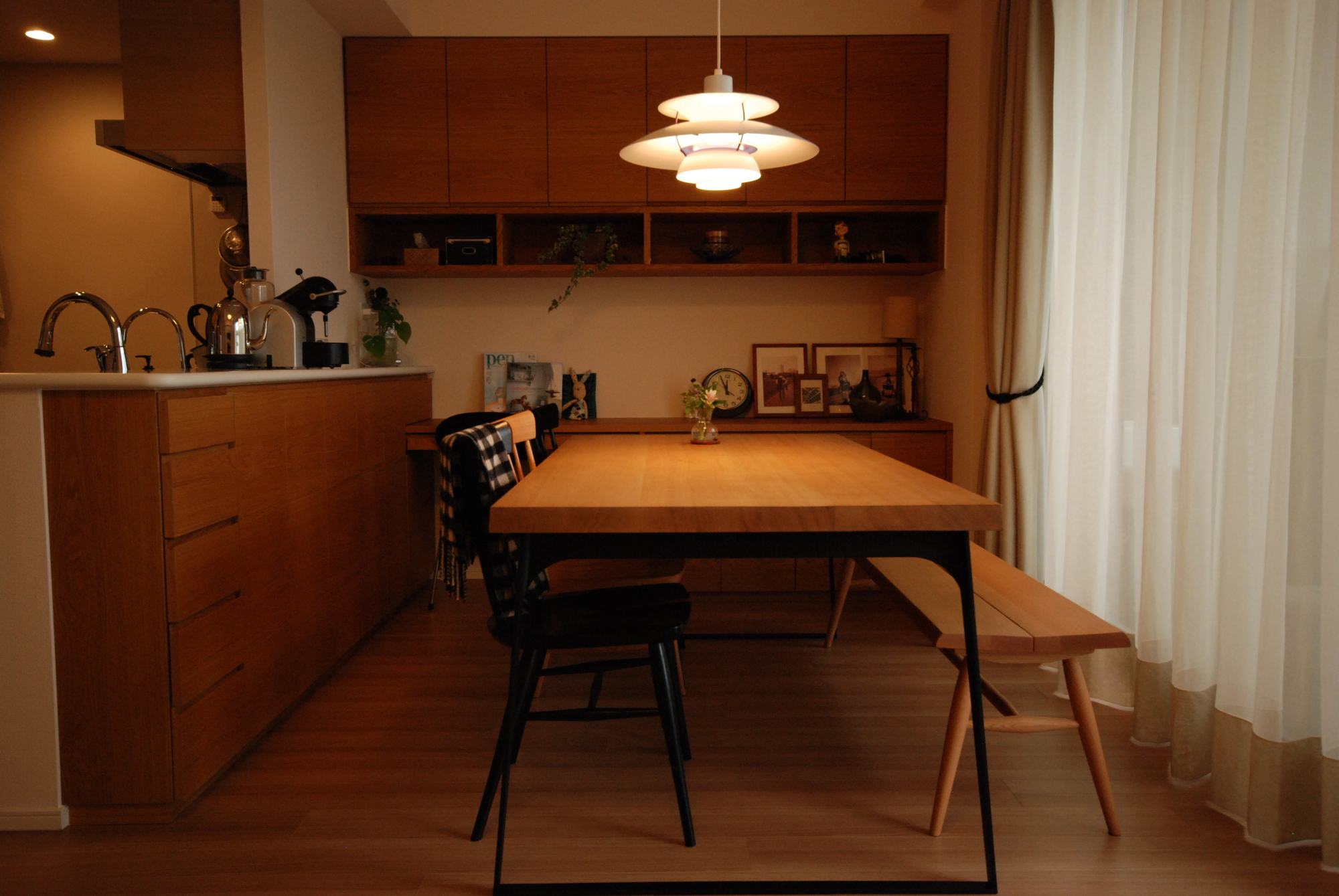 暮らしにとけ込む家具たち、モノたち
