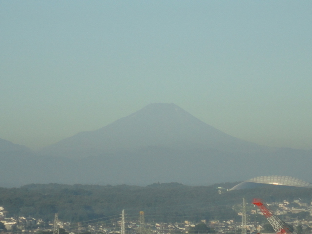 富士山と西武ドーム(8月)