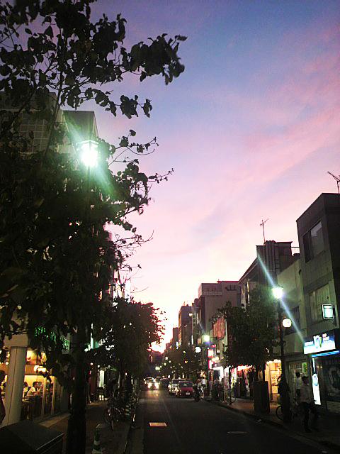 東京・『広尾 散歩通り』からの夕日
