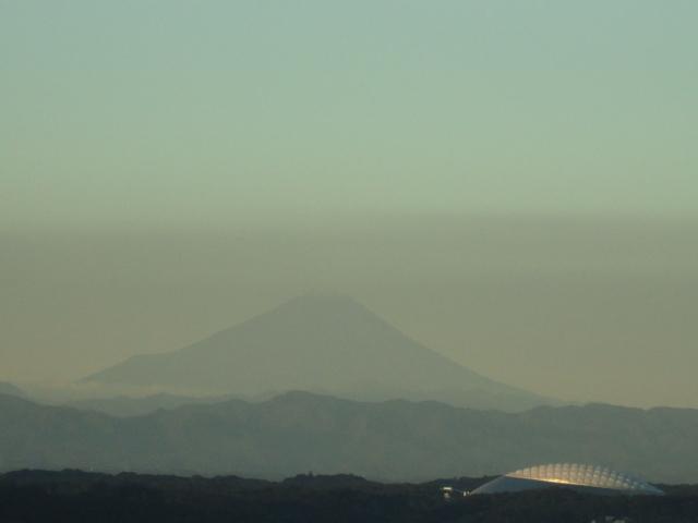 富士山と西武ドーム(10月)