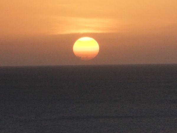 日の入り前に、一段と赤くなる夕日