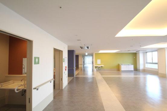サービス付き高齢者向け住宅 リビング色彩