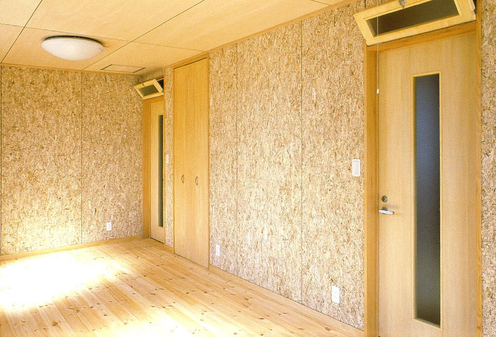 松戸の家 洋室(子供部屋)/壁OSB合板目透かし貼