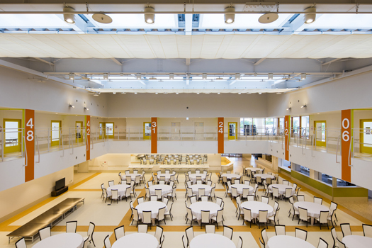 大きな高齢者デイサービス ホールデザイン