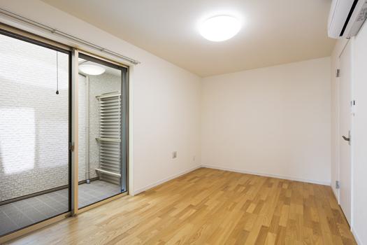 収納の家 寝室・中庭デザイン