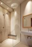 シャワールームと洗面所。