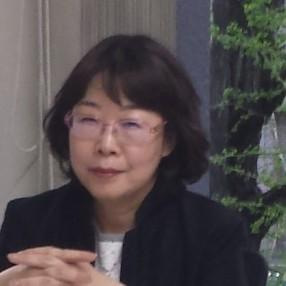 安達瑠依子