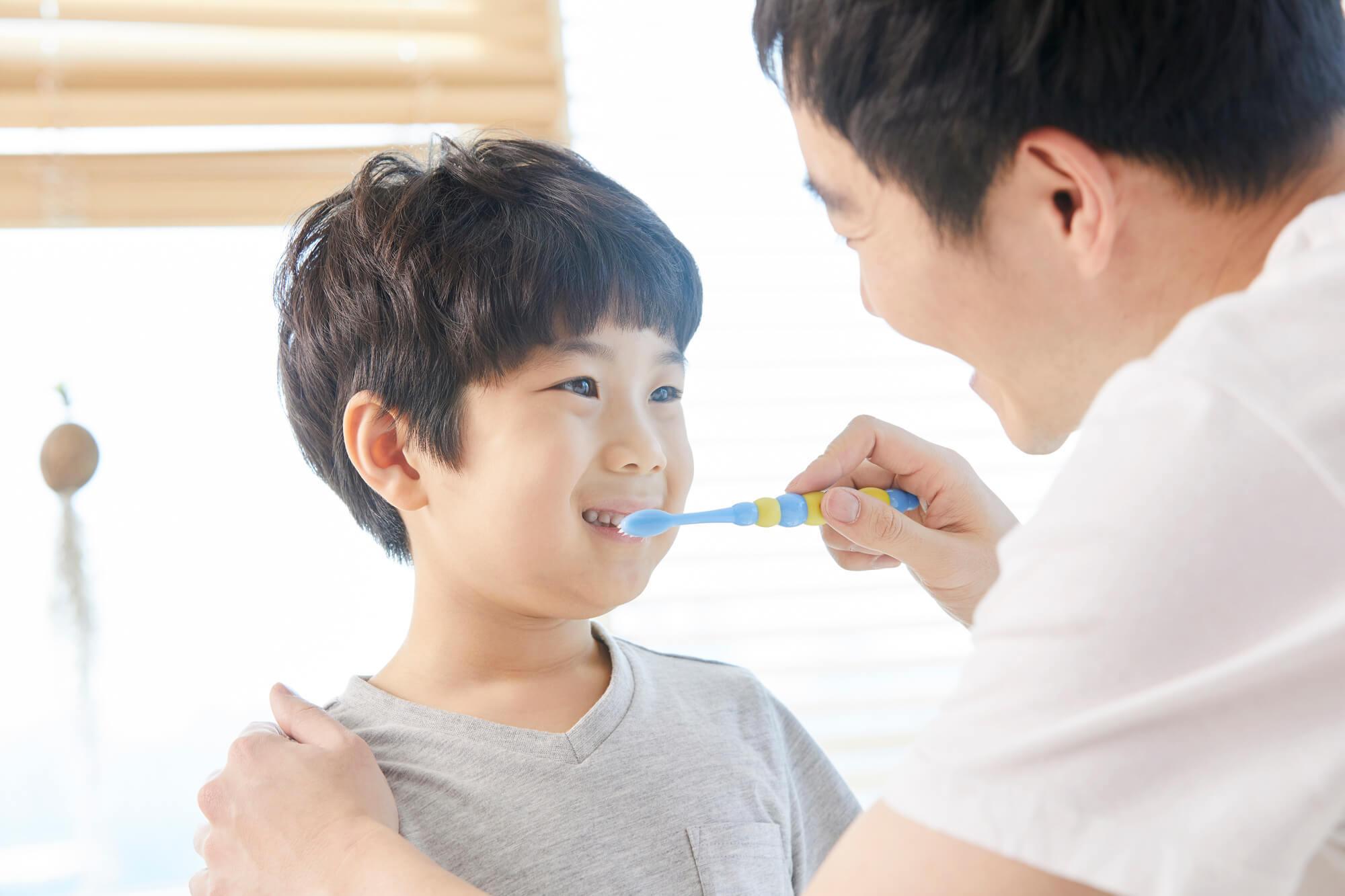 洗面化粧台で歯磨き
