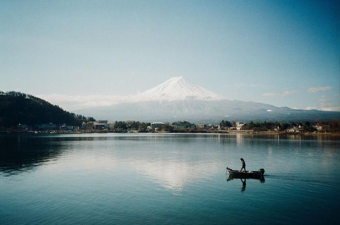 富士山と河口湖に映る逆さ富士