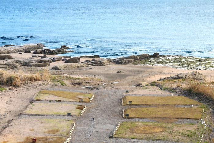 海沿いのビーチラウンジ