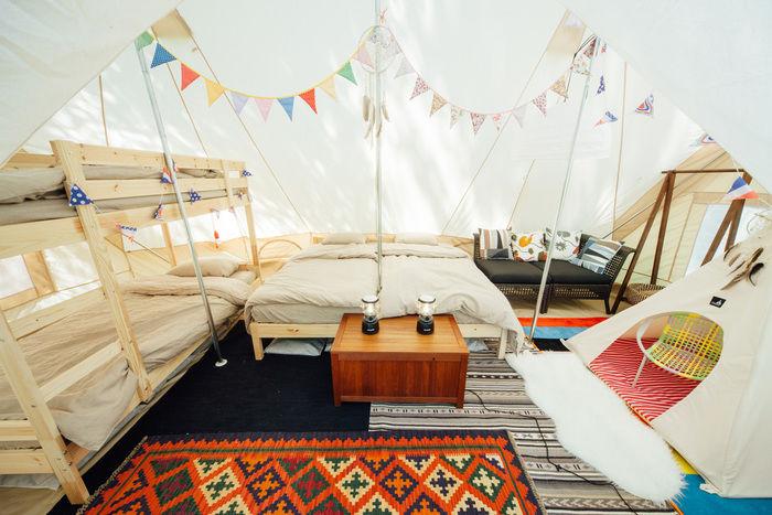 杜のテラスのグランピングテントの内装の写真