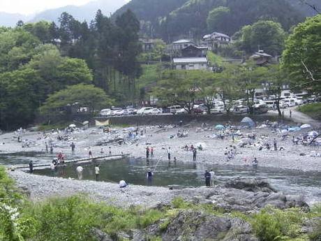 川で遊べる奥多摩のキャンプ場
