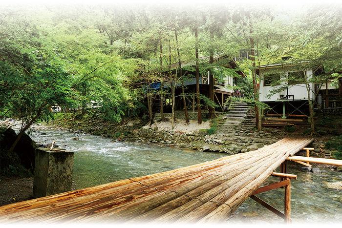 川沿いに立っている風情あるせせらぎキャンプ場