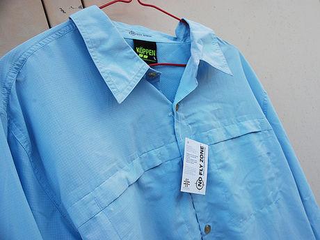 ライトブルーのシャツの写真