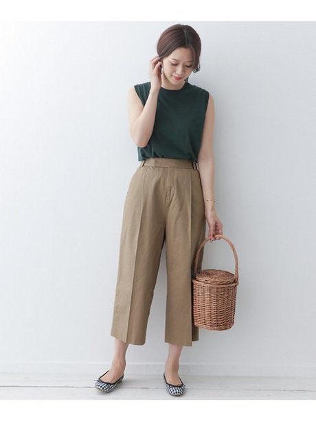 動きやすい服装の女性