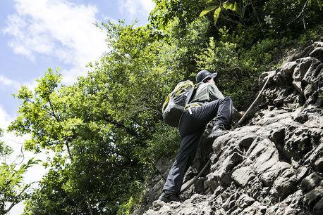 登山が劇的に変わる!レインウェア選びのポイントは「ストレッチ性」