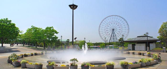 葛西臨海公園内にある噴水と観覧車