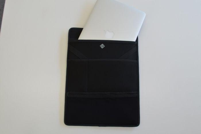 クラウドファンディングの「code10」に付属しているノートPC用のスリーブ