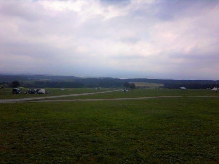上空からの草原の風景