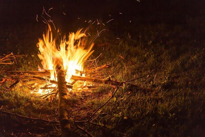 焚き火をしている写真