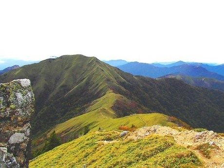 山の頂上から眺めた写真