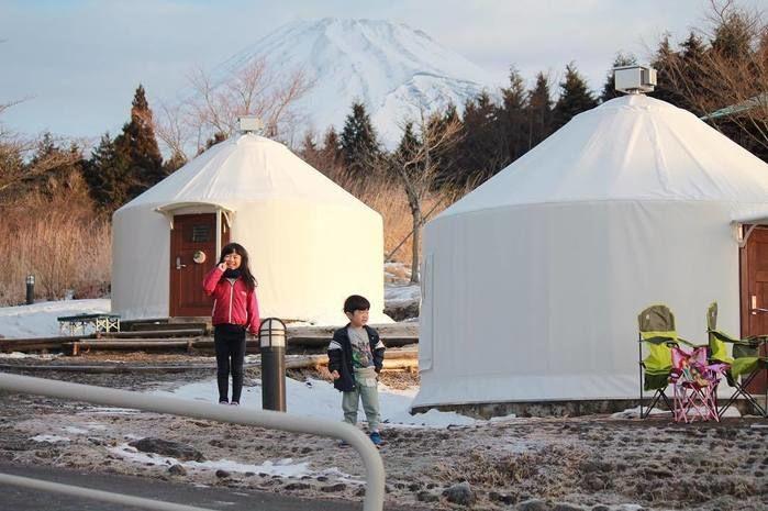子供とテントと富士山