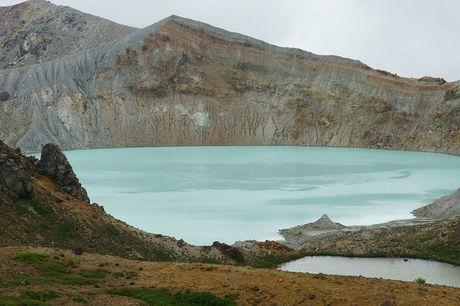 白根山の湯釜の写真