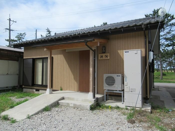 大島キャンプ場のコテージの写真