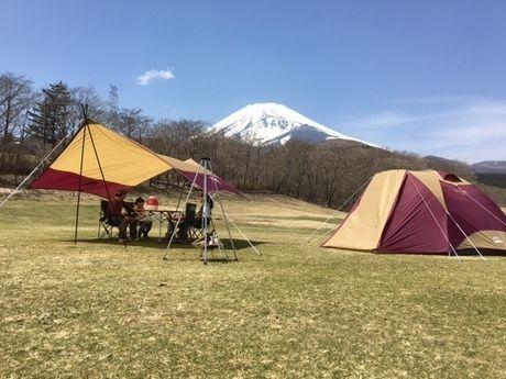 富士山の麓のテントサイトの様子