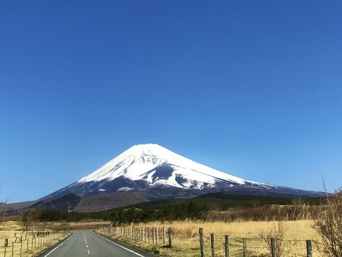 富士山の麓の綺麗な田舎道