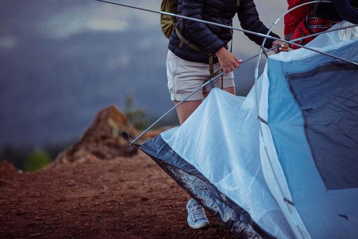 テントを片付けている写真