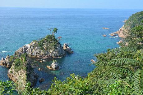 崖からの綺麗な海の写真
