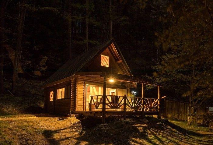 四徳温泉キャンプ場のコテージの写真