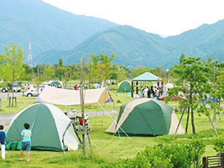 せせらぎ公園オートキャンプ場のテントサイトの写真