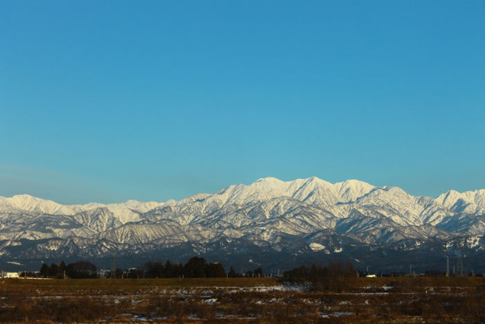 立山連峰などの山々の写真