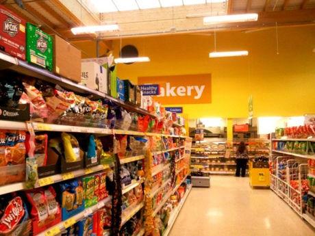 スーパーの棚の写真