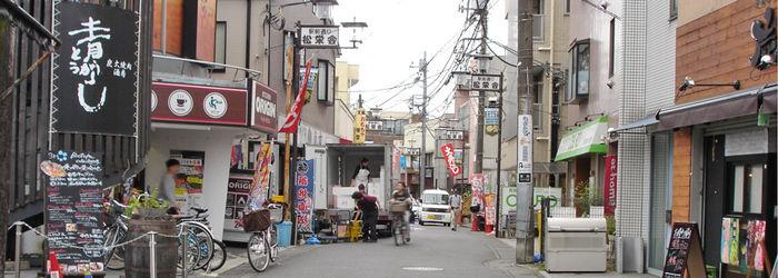 街の商店街の写真