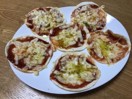 餃子の皮で作ったピザ
